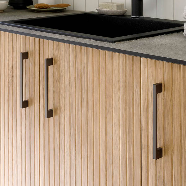 Thin Flat Bar In Graphite (15 K 147)